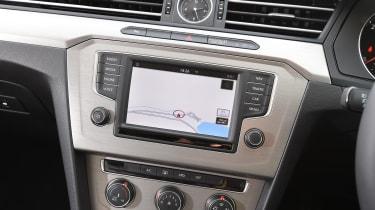Volkswagen Passat BlueMotion 2016 - infotainment