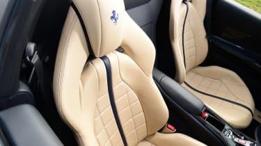 Ferrari 812 GTS - seats