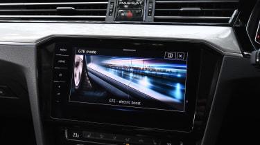 Volkswagen Passat GTE - screen