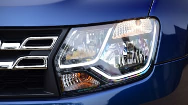 Dacia Duster automatic 2017 - headlights