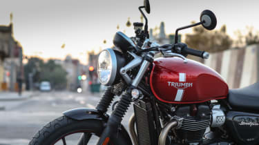 Triumph Street Twin review - front suspension