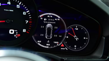 Porsche Cayenne Coupe - dials