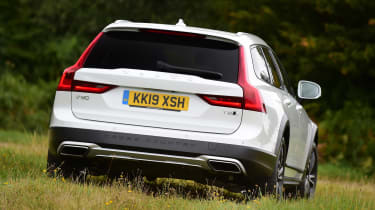Volvo V90 Cross Country - rear off-road