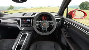 Porsche Macan GTS UK - dash