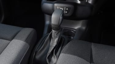 Citroen C4 Cactus review - gear lever
