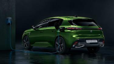Peugeot 308 - studio rear charging