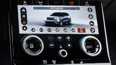 Range Rover Velar - touchscreen detail