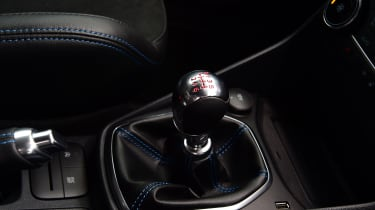 Ford Fiesta ST Edition - gear lever