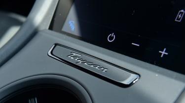 Porsche Taycan 4S - control