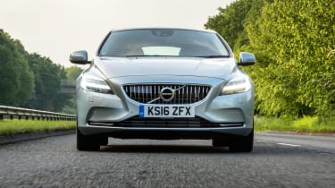Volvo V40 2016 - front end tracking