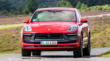 Porsche Macan GTS - front action
