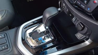 Nissan Navara Trek-1° 2017 gear leverNissan Navara Trek-1° 2017