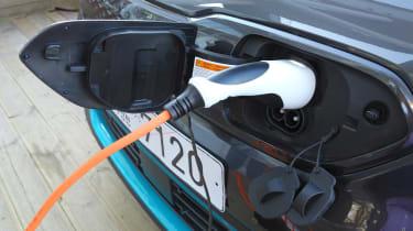 Kia e-Niro - plugged in