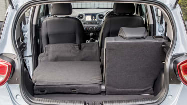 Hyundai i10 Play - boot seats down