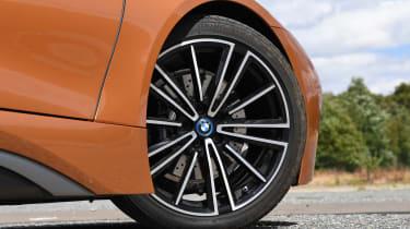 BMW i8 Roadster - wheel