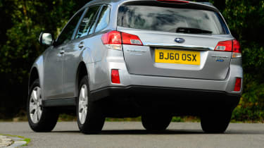 Subaru Outback 2.0D SE NavPlus rear cornering