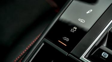 Porsche Macan GTS - buttons