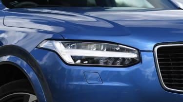 Volvo XC90 - front light