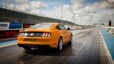 Ford Mustang V8 - rear drag strip