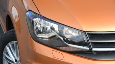 Volkswagen Caddy Maxi Life TSI 2016 - headlight