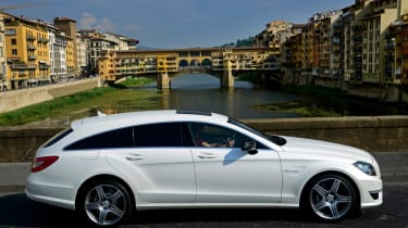 Mercedes CLS 63 AMG Shooting Brake side