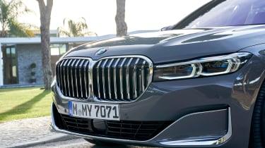 BMW 750i - grille