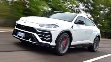 Lamborghini Urus - front tracking