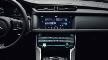 Jaguar XF Sportbrake - centre console