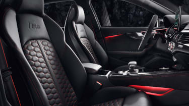 Audi RS 4 Avant - front seats