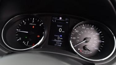 Used Nissan Qashqai Mk2 - dials