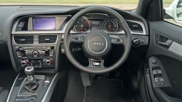 Audi A4 2.0 TDI S line dash