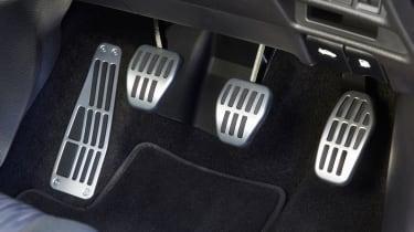 Nissan X-Trail Platinum Edition - pedals