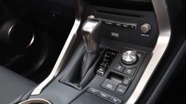 Lexus NX 300h - centre console