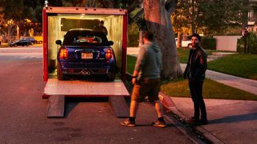 MINI Union Jack lights into trailer