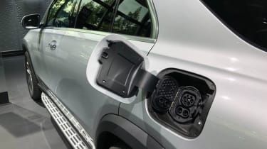 Mercedes GLE 350 de - Frankfurt charging point