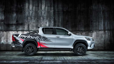 Toyota HiLux Invincible 50 pick-up side