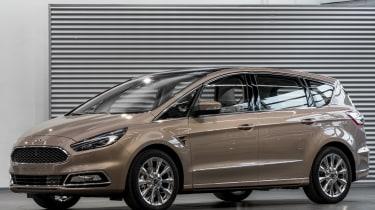 Ford S-MAX Vignale - studio front quarter 2