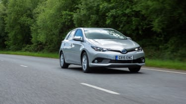 Toyota Auris Hybrid 2016 - front tracking 2