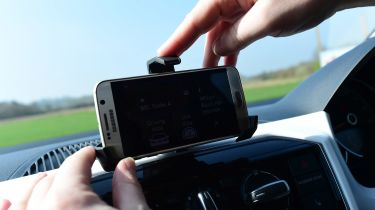 Volkswagen up! - long termer first report smartphone holder