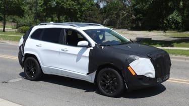 Jeep Cherokee 2018 facelift spy shots 7