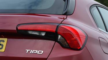 Fiat Tipo vs Skoda Rapid vs Citroen C4 - Tipo badge