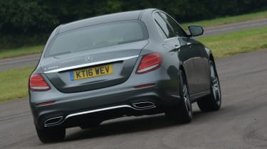 Mercedes E 350d 2016 - rear cornering