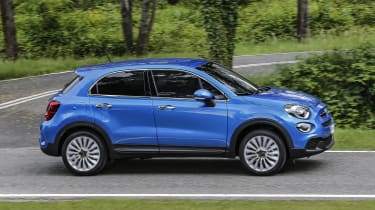 Fiat 500X - side action