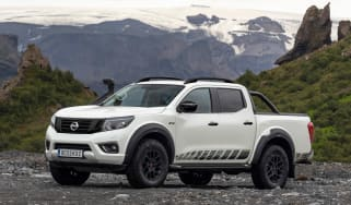 Nissan Navara Off-Roader AT-32 - front 3/4 static
