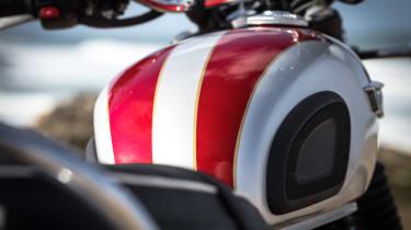 Triumph Bonneville T120 review - red stripes