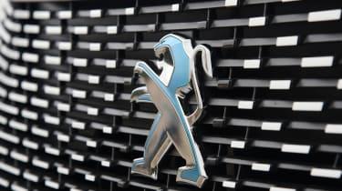 Peugeot e-2008 - badge