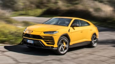 Lamborghini Urus - front/side action