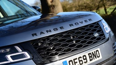 Range Rover P400 - front grille