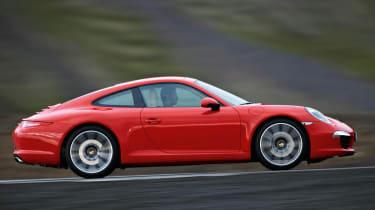 Porsche 911 Carrera S panning