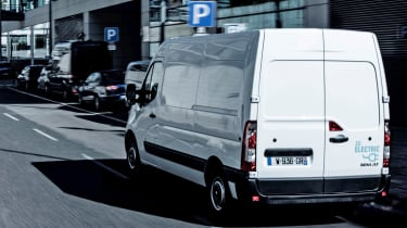 Renault Master Z.E - rear 3/4 tracking